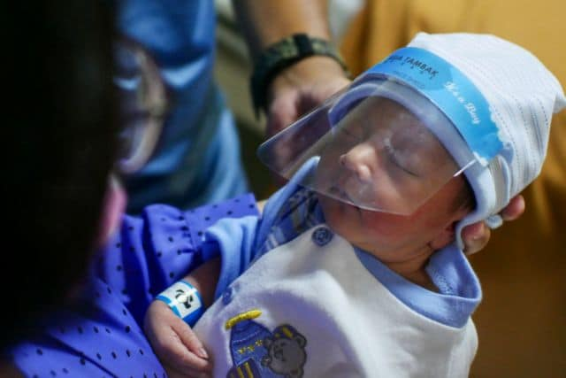 A newborn baby is seen in a hospital wearing a protective face shield amid the coronavirus disease (COVID-19) outbreak in Jakarta, Indonesia  April 14, 2020 in this photo taken by Antara Foto.  Antara Foto/Rivan Awal Lingga/ via REUTERS    ATTENTION EDITORS - THIS IMAGE WAS PROVIDED BY A THIRD PARTY. MANDATORY CREDIT. INDONESIA OUT.