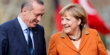 epa03600271 GermanChancellor Angela Merkel (R) is greeted with military honors by Prime Minister of Turkey RecepTayyip Erdogan in Ankara, Turkey, 25 February 2013. German Chancellor Angela Merkel arrived in Turkey 24 February to push forward the country's accession talks with the European Union, even though she remains sceptical about their outcome. She was set to propose on 25 February to Prime Minister Recep Tayyip Erdogan in Ankara that Turkey start negotiations in the areas of economic or regional policies with the EU.  EPA/KAYNIETFELD